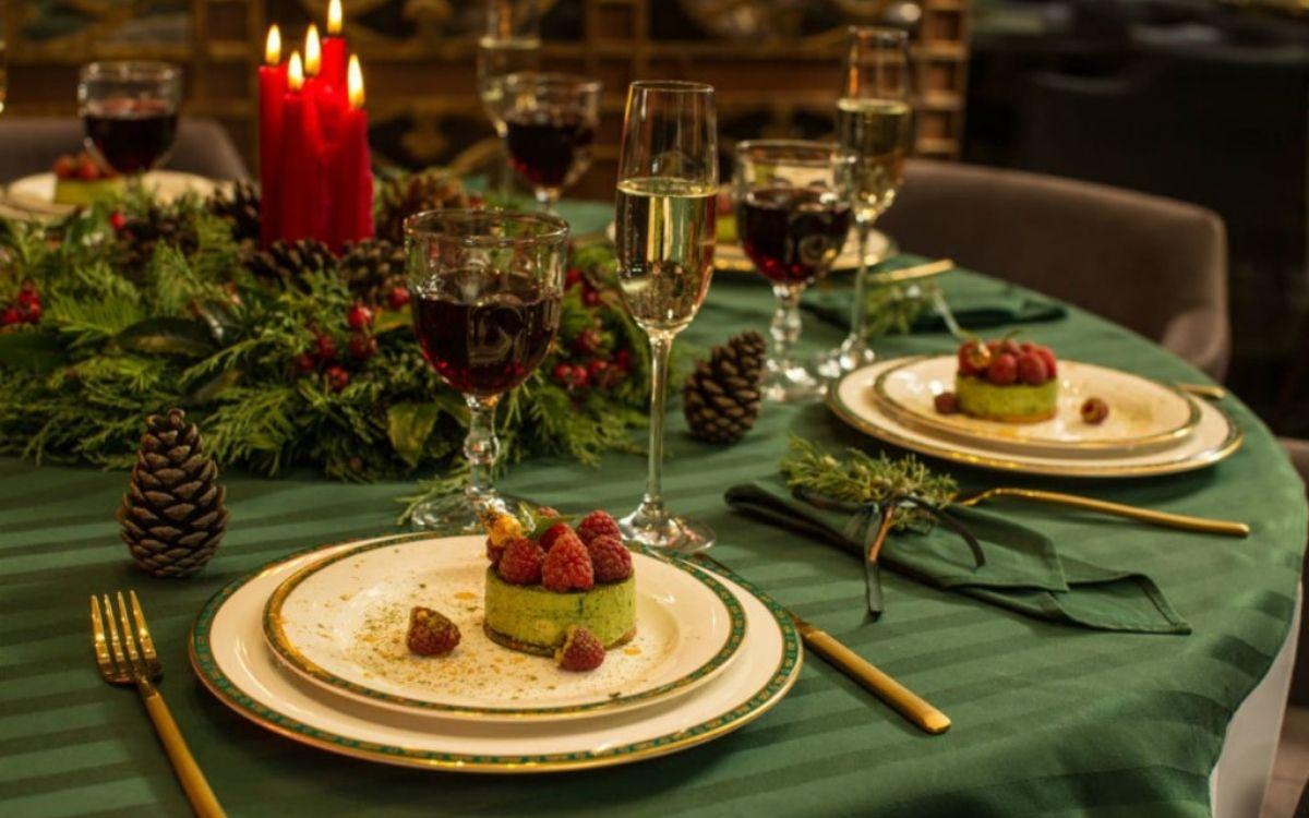Новорічний святковий стіл