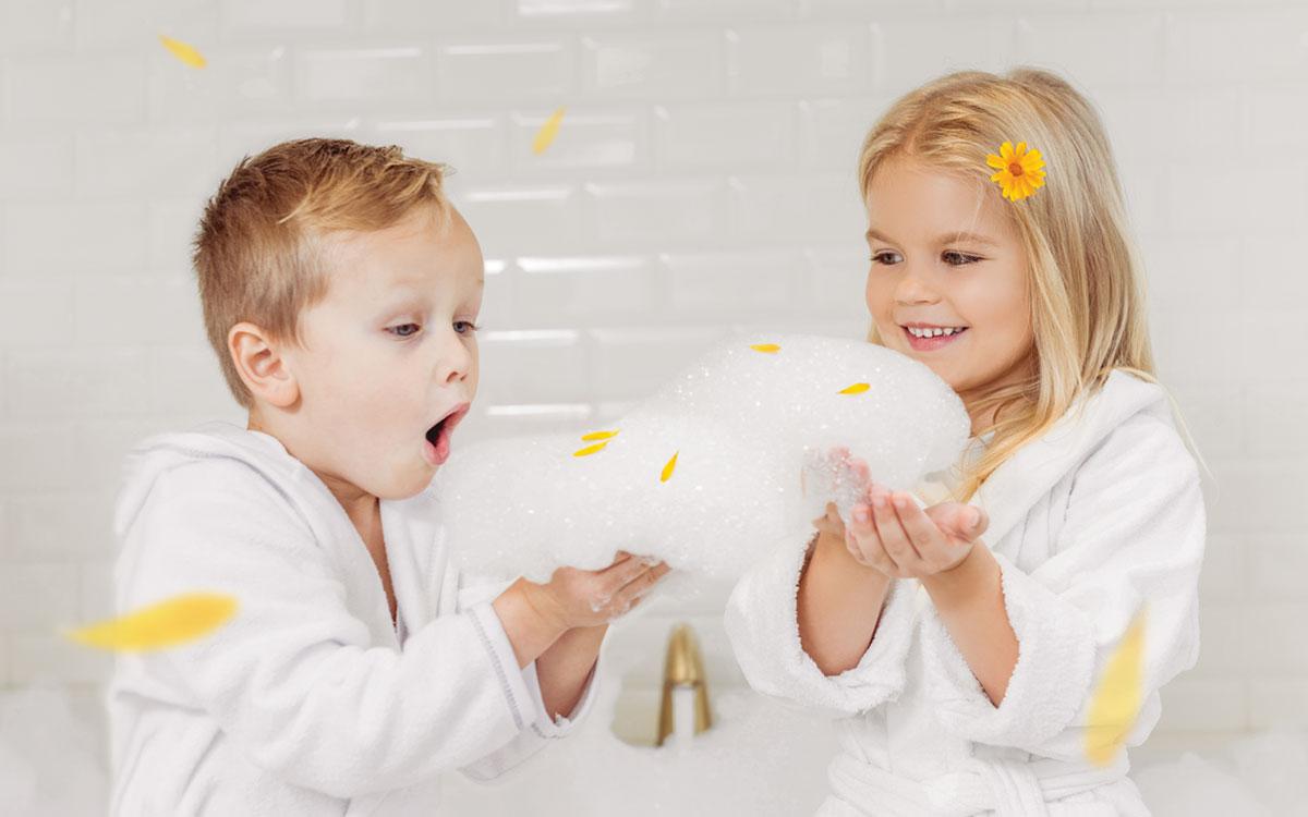 Дети и пенка для купания