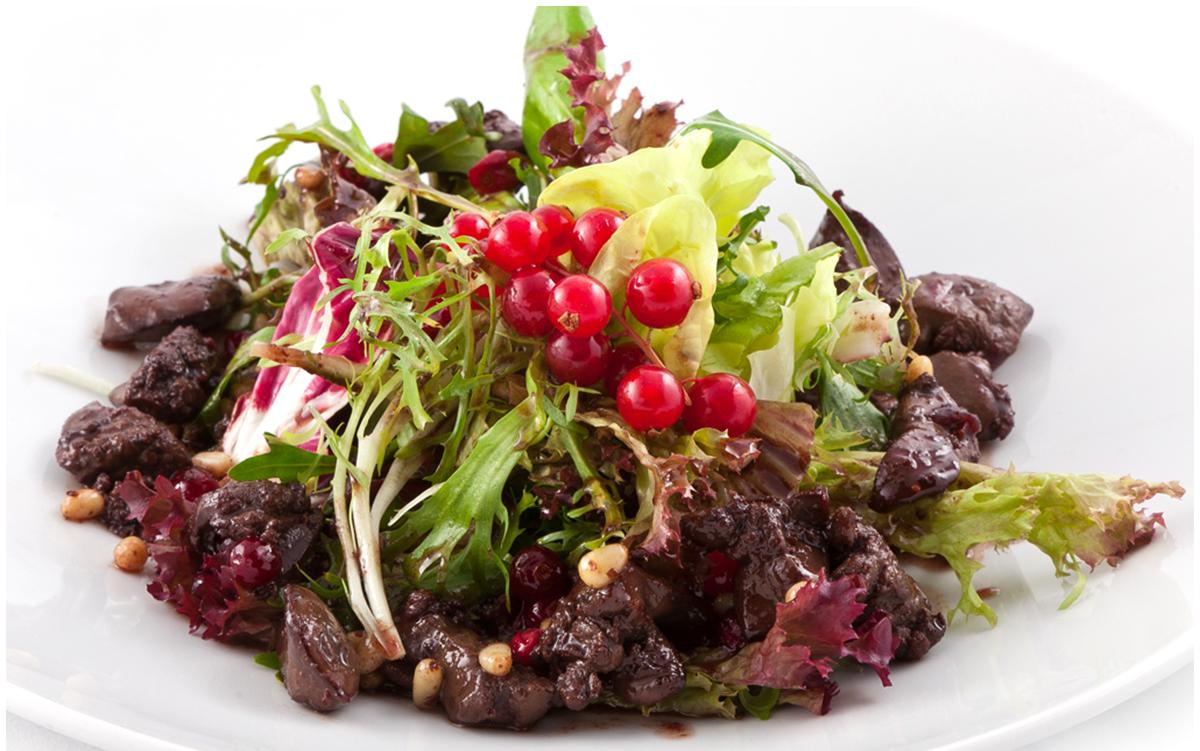 Овочевий салат в тарілці